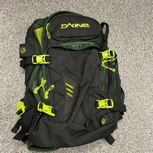 Dakine Helipro DLX 20L Snowboarding Backpack for Sale in Yorba Linda, CA