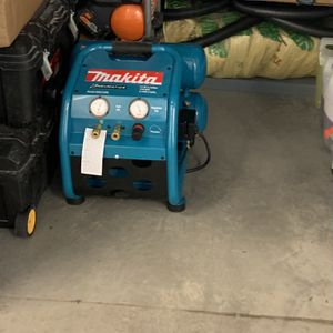 Compressor Makita for Sale in Seattle, WA