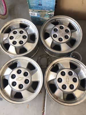 Chevy Suburban Truck Tire Rims for Sale in Surprise, AZ