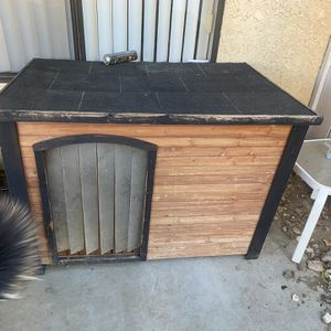 LARGE WEATHER PROOF DOG HOUSE for Sale in Santa Clarita, CA