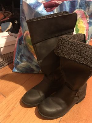 Size 4 boots for girls, kids. for Sale in El Paso, TX