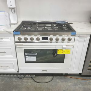 NEW SMEG 36inch Stove Range White Stainless for Sale in Ontario, CA