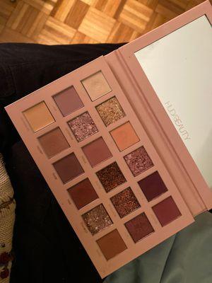 Huda Beauty New Nude Eyeshadow Palette for Sale in Wheeling, IL