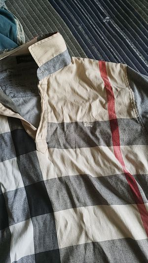 Burberry shirt for Sale in Forest Heights, MD