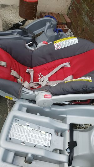 Car seat with 2 bases for Sale in Edison, NJ