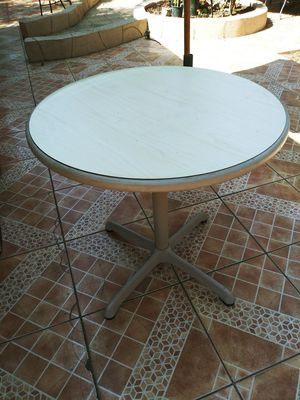 Round table for Sale in El Monte, CA