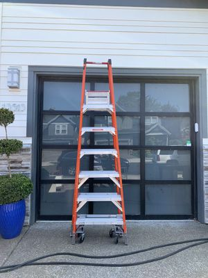 6 ft ladder with wheels for Sale in Happy Valley, OR