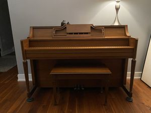 Story & Clark Upright Piano for Sale in Lombard, IL