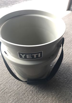 Yeti 5 gal bucket for Sale in Kailua-Kona, HI