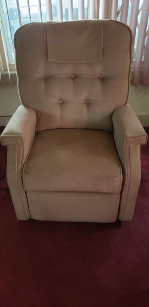 Power lift recliner for Sale in Cleveland, OH