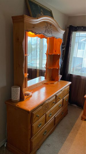 Bedroom Dresser/Drawer Set - Nightstands, Dresser, Bed Frame, & Storage for Sale in Mount Vernon, WA
