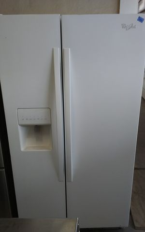 Whirlpool refrigerator (pearl white) for Sale in Tampa, FL