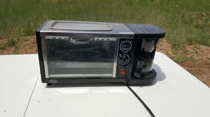 Toaster oven and coffee maker 4 cups for Sale in Tijeras, NM