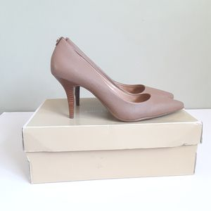 Michael Kors Leather mid pump heels Size 7 1/2 for Sale in Long Beach, CA