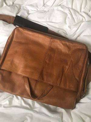 Kenneth Cole Leather Messenger Bag for Sale in Springfield, VA