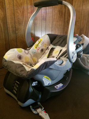 infant car seat with base for Sale in Compton, CA