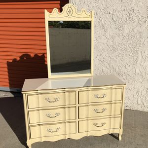 Vintage French Provincial Bedroom Dresser Chest Of Drawers w Mirror Furniture for Sale in La Habra, CA