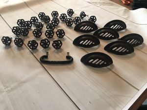 Rubbed bronze 25 cabinet knobs, 7 pulls , 1 handle for Sale in Virginia Beach, VA