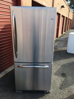 Ge profile bottom freezer 33 inch stainless steel for Sale in San Leandro, CA