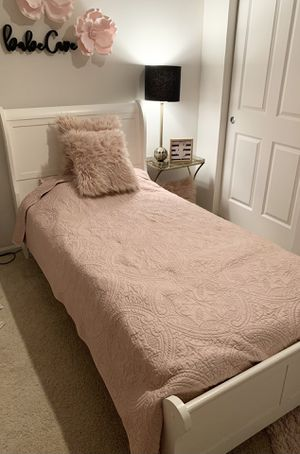 White Twin Bed for Sale in Edgewood, WA