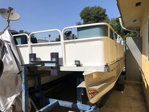 1986 Evinrude 75 pontoon boat and trailer for Sale in Whittier, CA