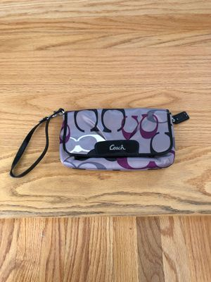 Coach wristlet .... used few times... orig price $85.asking $35 for Sale in Tyngsborough, MA