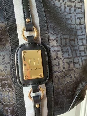 Tommy Hilfiger cross bag for Sale in Santa Ana, CA