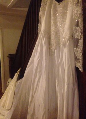 Designer wedding dress size 16w must see for Sale in Endicott, NY