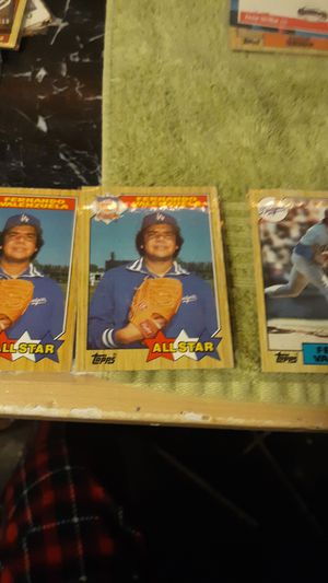 3 Fernando Valenzuela baseball cards Topps card number 604 and Topps card number 310 for Sale in Riverside, IL