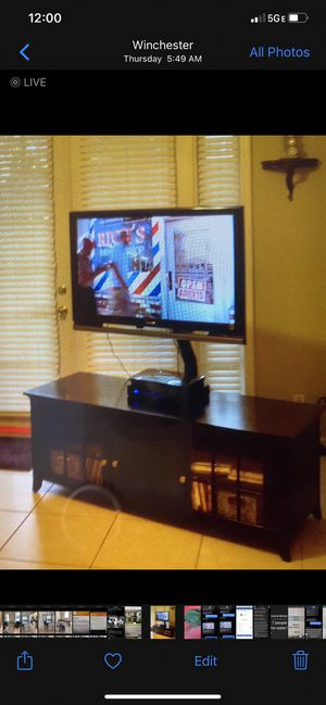 TV stand with TV for Sale in MAGNOLIA SQUARE, FL
