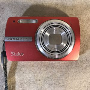 Olympus Stylus 820 8.0MP Digital Camera Red for Sale in Seattle, WA