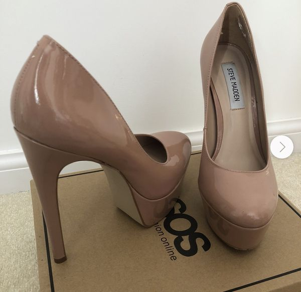 Steve Madden Deserve Beige Platform Pump size 7.5 NWT- New with tags