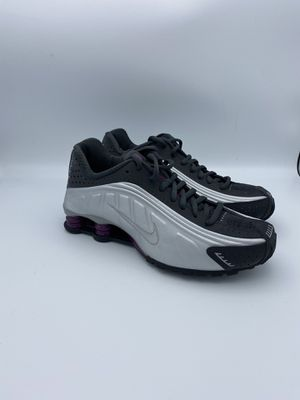 Nike ShoxR4 Anthracite Womens Size 8 for Sale in Riverside, CA