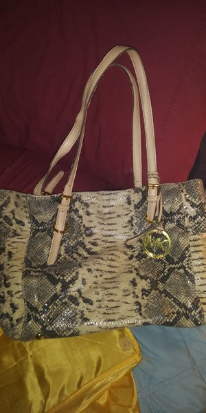 NICE MK PURSE MED SZ 25DOL FIRM LOTS SEE MY POST GO LOOK for Sale in Jupiter, FL