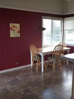 Kitchen Table With 4 Chairs for Sale in Keizer,  OR