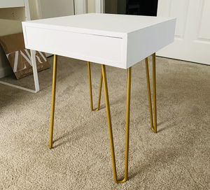 White nightstand for Sale in Lawrenceville, GA