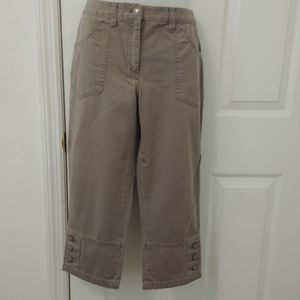 Van Heusen taupe capris size 4 for Sale in PT ORANGE, FL