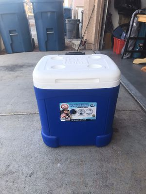 Igloo ice cube 60 quart cooler on wheels for Sale in Las Vegas, NV