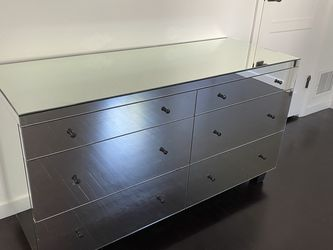 Mirrored Dresser With 6 Drawers for Sale in Los Angeles,  CA