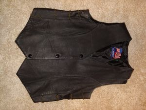 Leather riding vest. Women's sz m for Sale in Puyallup, WA
