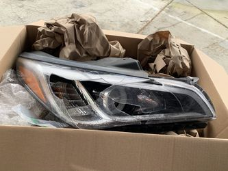 2015 Oem Hyundai Sonata Headlight (damage) for Sale in Seattle,  WA