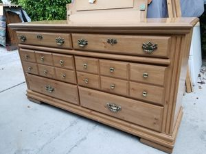 WOODEN Dresser with mirror INCLUDED for Sale in Los Angeles, CA