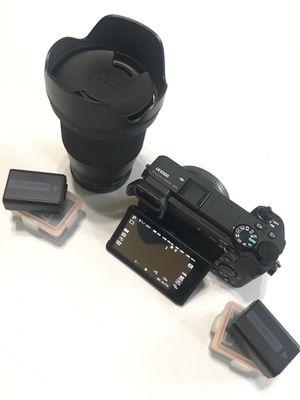 Sony A6500 w/ lens + 5 batteries for Sale in Pompano Beach, FL