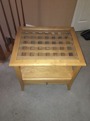 Wooden end table/coffee table/bedside table for Sale in Sterling, VA