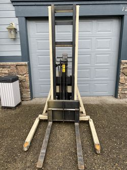 Crown fork lift. for Sale in Troutdale,  OR
