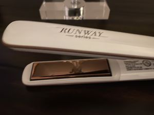 Runway series (Kendall Jenner) hair straighter. for Sale in San Diego, CA