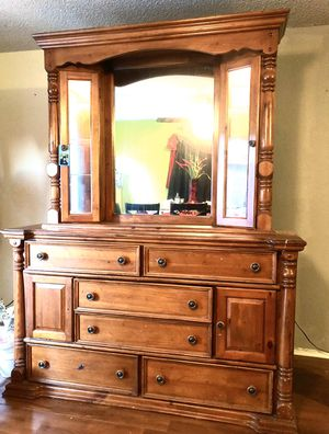 Beautiful Cabinet . for Sale in Tracy, CA