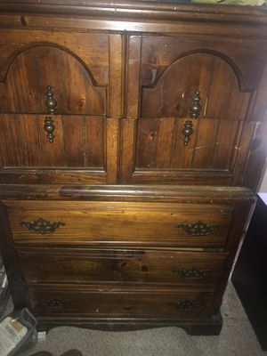 Dresser for Sale in Columbia, TN