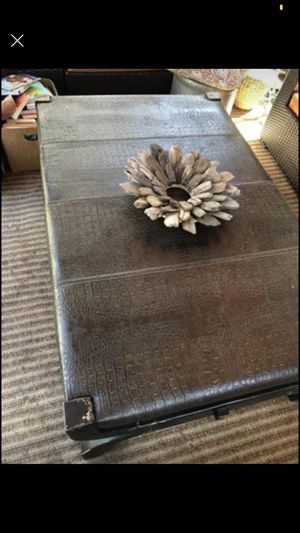 Leather table for Sale in Los Angeles, CA