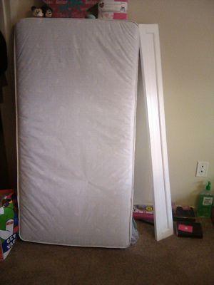 Baby crib , white for Sale in Hesperia, CA